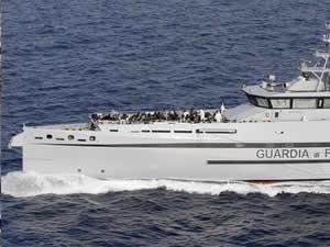 İtalya açıklarında 450 sığınmacı kurtarıldı