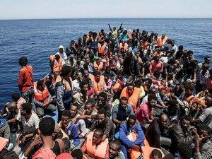 450 göçmeni Akdeniz'de mahsur kaldı!