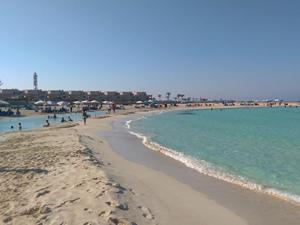 Mısır'da halk plaja indi, vatandaş denize giremez oldu