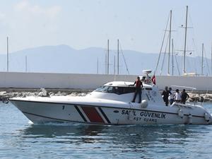 Sahil Güvenlik ekipleri, mavi turda fenalaşan kaptanı kurtardı