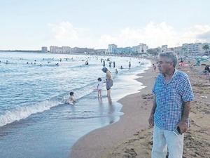 Mersin'in mavi bayraklı plajı kirletiliyor