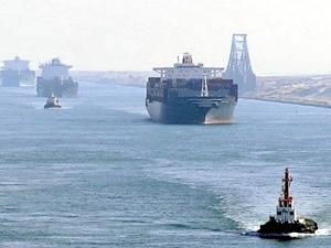 Süveyş Kanalı'nda beş gemi çatıştı!