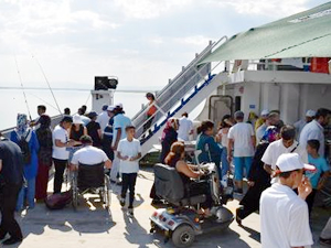 Malatya'da engelli vatandaşlara özel tekne turu düzenlendi