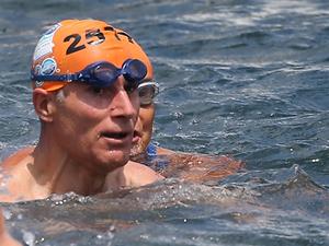 Şampiyon yüzücü boğazda kulaç attı