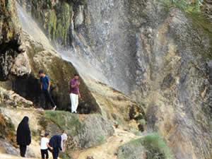 Dipsiz Göl Şelalesi'nde ziyaretçi yoğunluğu yaşanıyor