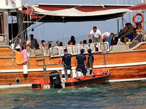 Fethiye'de Sahil Güvenlik, tur teknelerini denetledi