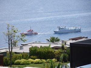 Görecek Adası açıklarında arızalanan Yunan feribotu, Bodrum Limanı'na getirildi
