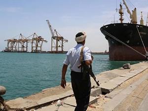 Husiler, Hudeyde Limanı'na gemi girişlerini engelliyor