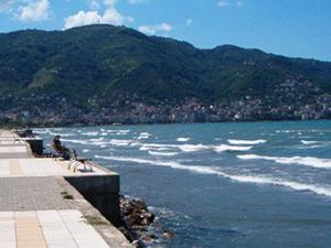 Cankurtaranın olmadığı alanlarda denize girmek yasaklandı
