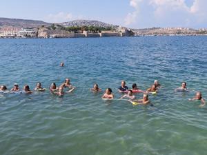 Foça'da Su Jimnastiği Kursu yoğun ilgi gördü