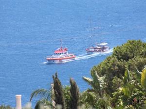 Bodrum açıklarındaki tur teknesi kurtarıldı