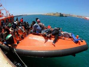Tunus açıklarındaki 40 göçmenin bekleyişi sona erdi