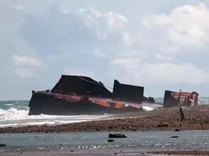 Endonezya'da kömür yüklü gemi battı