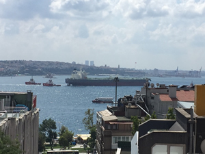 M/T NISSOS THERASSIA, İstanbul Boğazı'ndan geçiriliyor