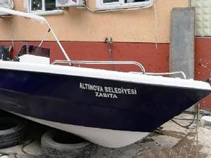 Altınova Belediyesi'ne 4 metrelik tekne hibe edildi