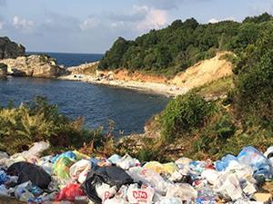 'Saklı cennet' Sardala Koyu çöpler içinde kaldı