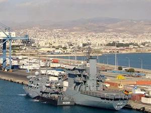 'Hios' isimli tank çıkarma gemisi Limasol Limanı'na yanaştı