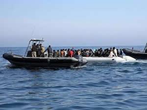 Libya açıklarında 141 kaçak göçmen kurtarıldı