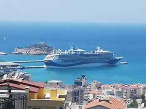 M/S Marella Dıscovery 2, Kuşadası'na 3 bin turist getirdi
