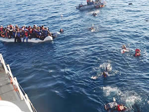 Gambiya'da 79 düzensiz göçmen boğulmaktan kurtarıldı