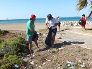 Taşucu Sahili'ndeki atıkları topladılar