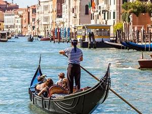 Venedik, turistik tekne gezintilerine kısıtlama getirdi