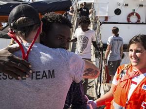 İspanya'ya tekneyle geçmeye çalışan 524 göçmen kurtarıldı