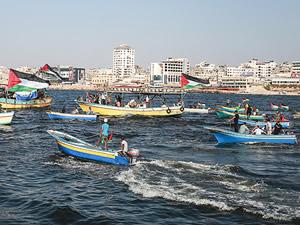 Gazzeliler, İsrail ablukasını kırmak için denize açıldı
