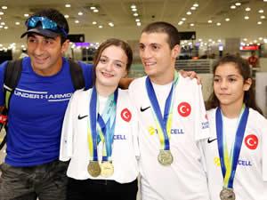 Avrupa Paralimpik Yüzme Şampiyonası'na katılan yüzücüler yurda döndü