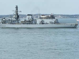 İngiliz donanması, Rus savaş gemisine eşlik etti