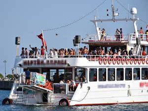 Marmaris'te tatilciler tekne turlarıyla eğlendi
