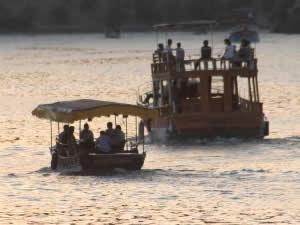 Bayram boyunca tekneler Fırat sularında turist taşıdı