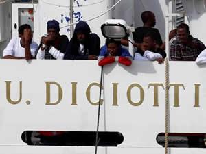 Karaya çıkma izni verilmeyen sığınmacılar açlık grevinde