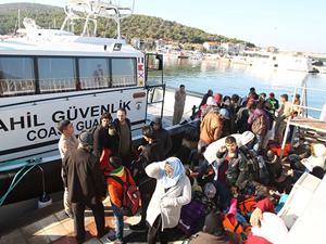 Çeşme açıklarında 183 kaçak göçmen yakalandı