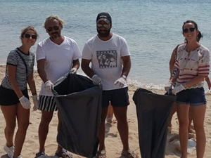 Bozcaada'da bayram tatili sonrası temizlik seferberliği