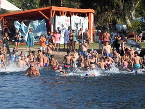 70 kişi Bodrum'dan Çelebi Adası'na yüzdü