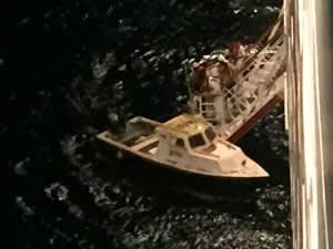 M/S CARNIVAL FASCINATION, iki balıkçıyı kurtardı