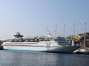 Kuşadası'na iki kruvaziyer gemisiyle 2 bin 250 turist geldi