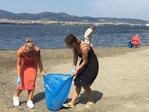Kocaeli'in Gölcük ilçesinde sahil temizliği yapıldı