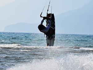 Dünyaca ünlü sörfçüler Gökova Körfezi'nde mücadele edecek