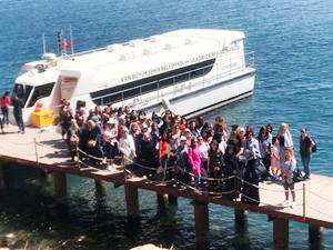 Van Belediyesi'nin personeli Akdamar Adası'nı gezdi