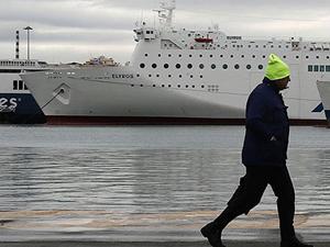 Yunanistan'da denizciler grevi uzattı