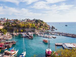 Antalya dünyanın dört bir yanından ziyaretçi çekti