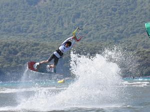 Dünya Kiteboard Ligi'nde 15 ülkeden sporcu yarışıyor