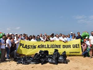 Kilyos sahilinde onlarca torba çöp toplandı