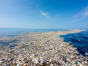 Okyanuslardaki plastikleri temizleyecek araç suya indirildi