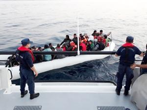 Dikili'de 52 kaçak göçmen yakalandı