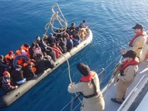 Dikili açıklarında 46 kaçak göçmen yakalandı