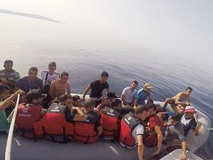 Midilli Adası'na geçmek isteyen 98 göçmen yakalandı