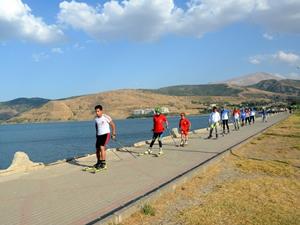 Van Gölü kıyısında yarışmalara hazırlanıyorlar